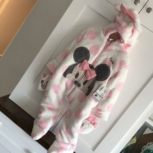 Minnie Mouse snow suit w gloves Cora embroidered.